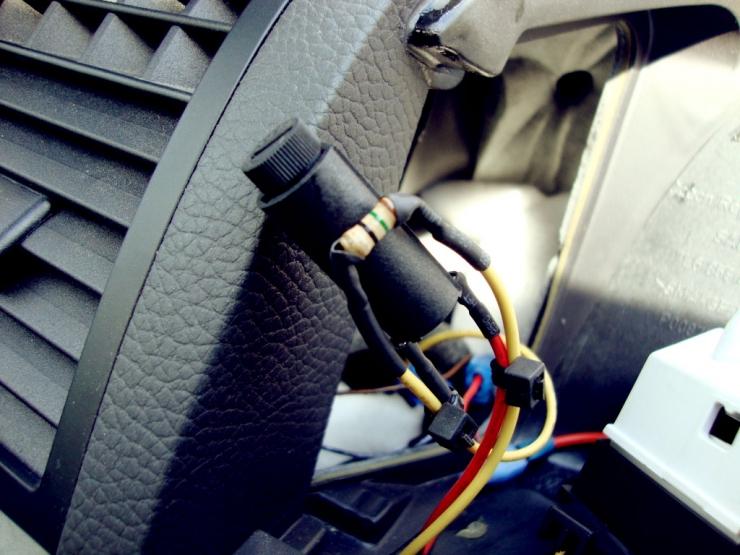 Ставим предохранитель и резистор
